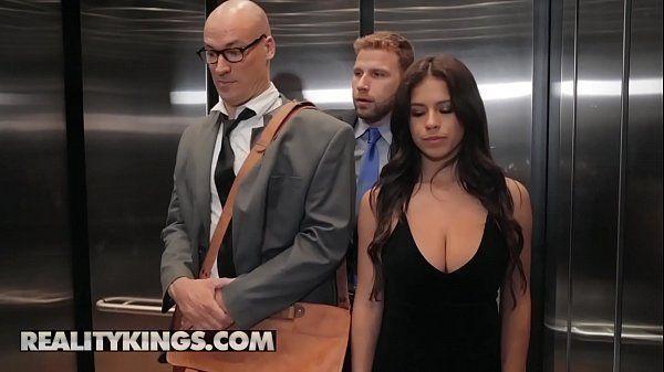 Sexo pornor – Dando para o desconhecido no elevador