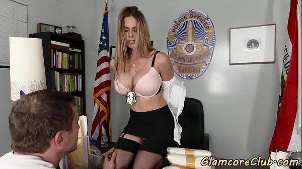 Sexo com colega no trabalho em pornoreal