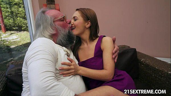 Sexo com velho em video de sexo