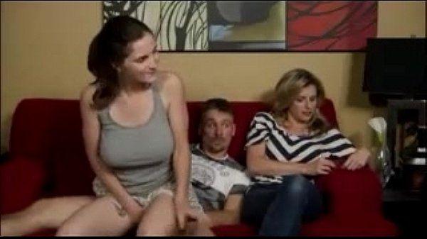 Casal transando no sofá em video pornodesenho