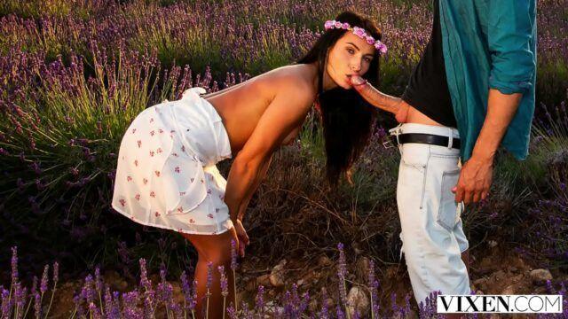 Novinha chupando a rola dotada em filme porno nacional