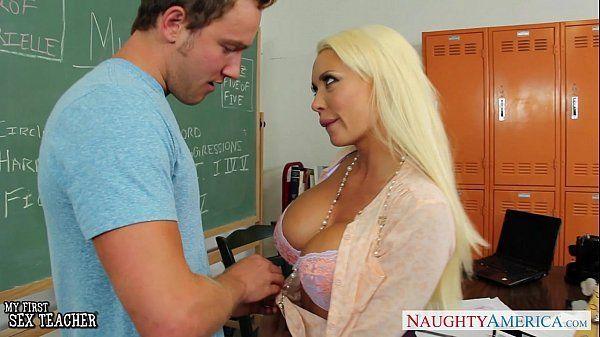 Gostosa no porno xvideo escola dando buceta