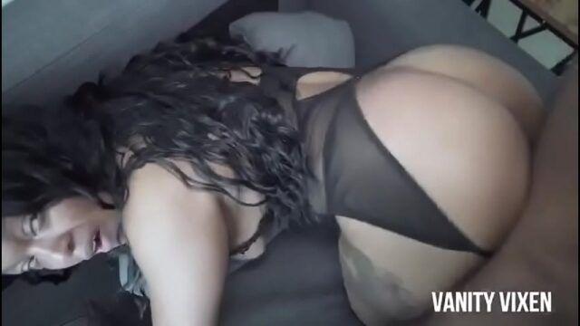 Negra rabuda levando rolada na buceta em xvideos big ass