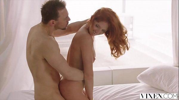 Ruiva safada e gostosa sentando na rola dotado em xvideos orgasmo