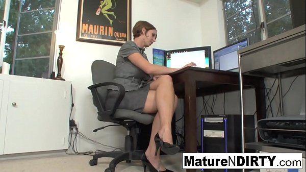 Esposa gostosa metendo em vídeos eróticos brasileiros